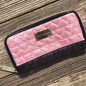 Hersey Johnson Metallic Hearts Zippered Wallet Bag